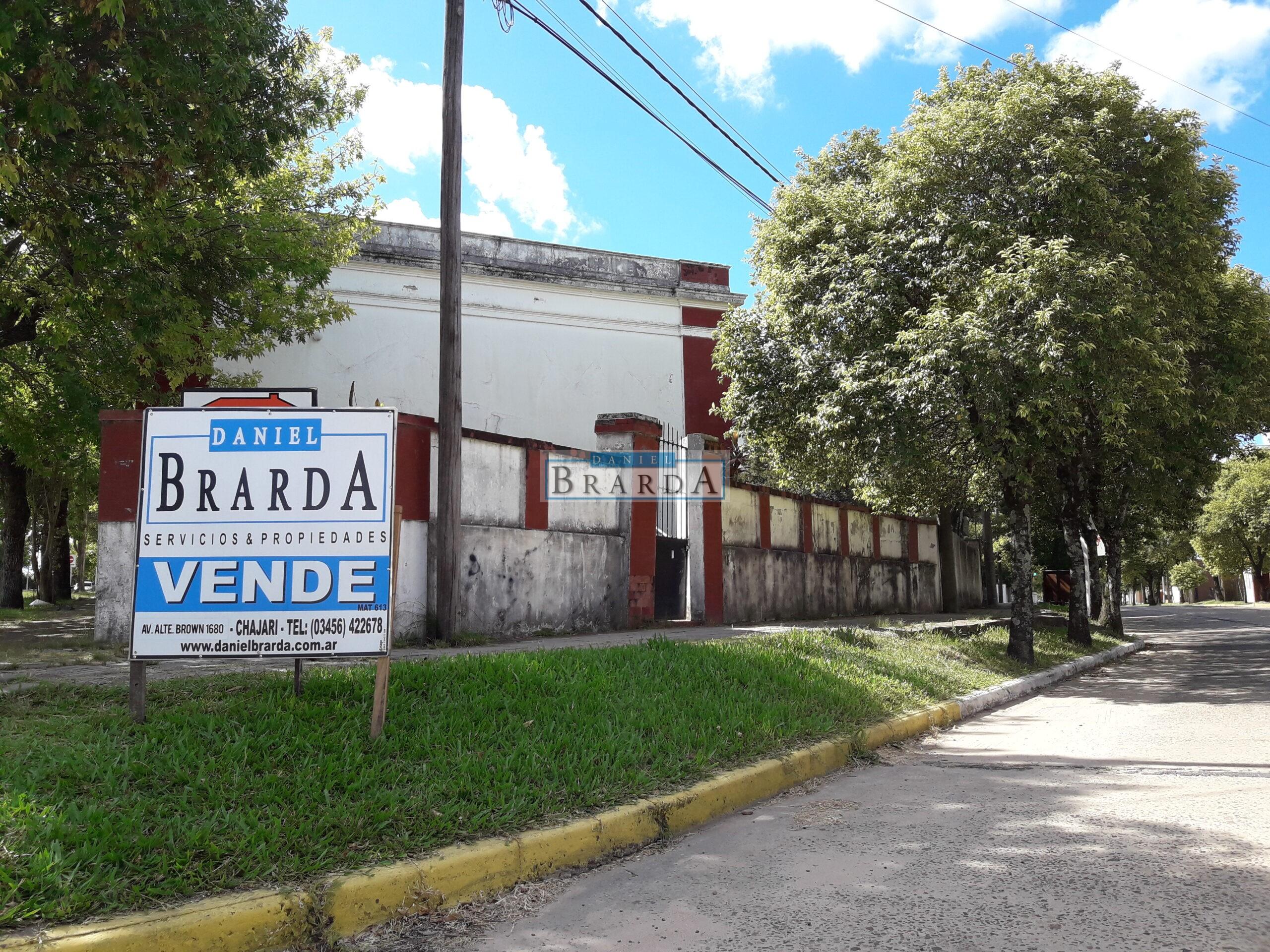 Casa en esquina de Sarmiento, J. Tabeni y Entre Ríos