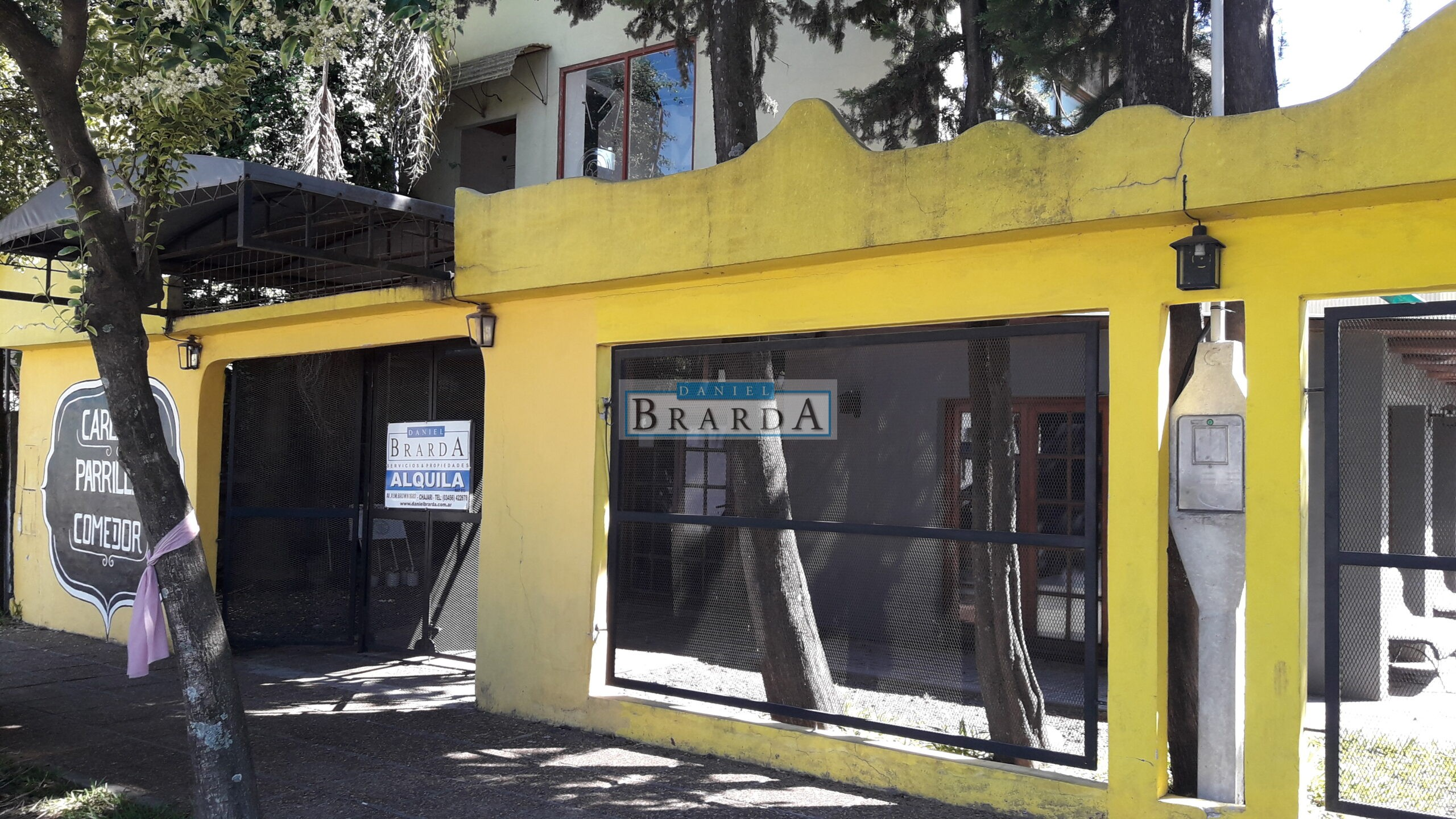 Local para pub en Av. Padre Gallay