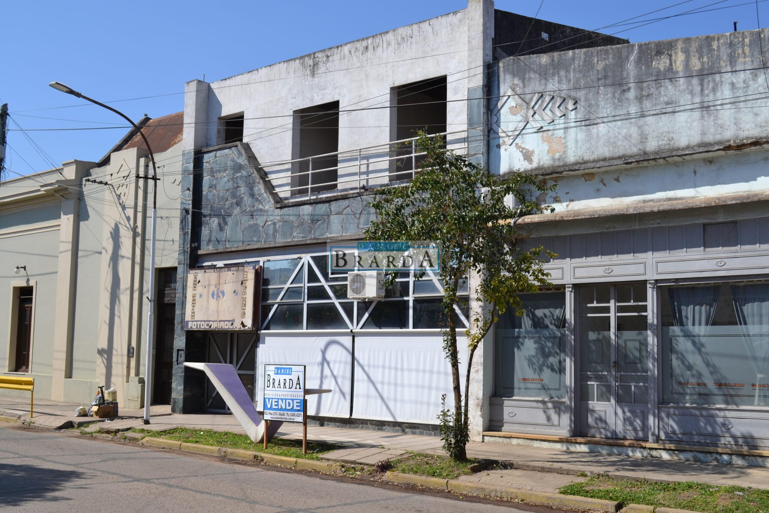 1 Local en 3 niveles y 1 Departamento en Sarmiento al 2400