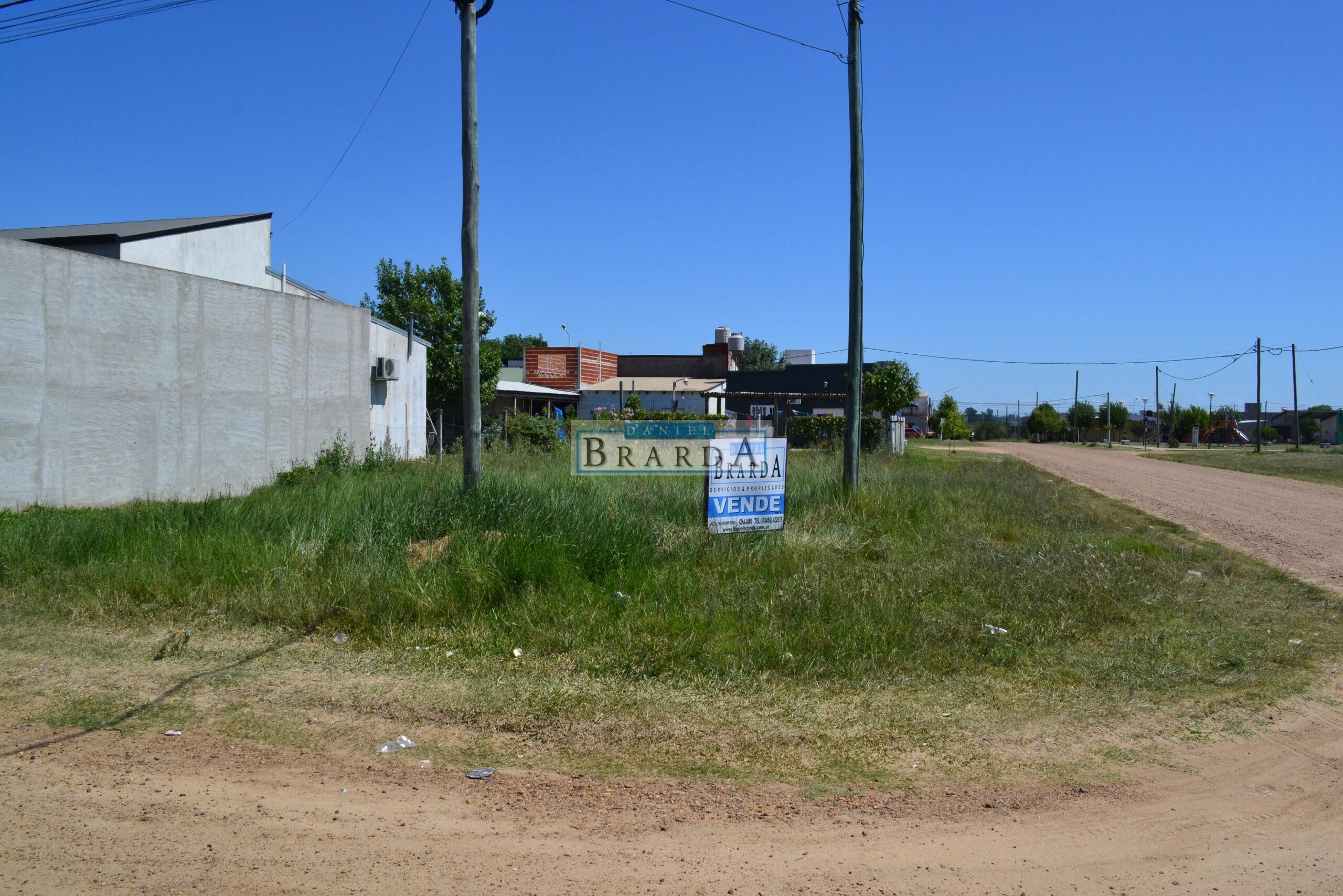 Lote en esquina Dr. Planas y Cepeda – Bº Clement
